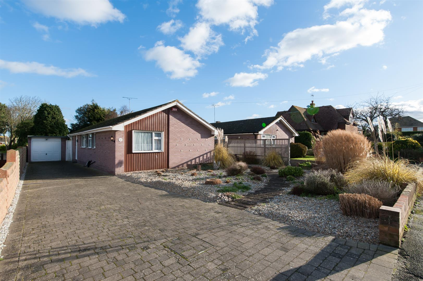 3 Bedrooms Detached Bungalow for sale in Colemans Stairs Road, BIRCHINGTON